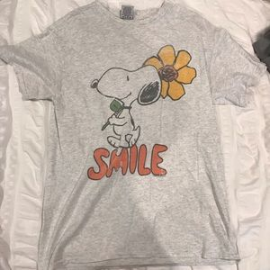 Smile snoopy graphic tee